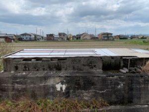 倉庫と化した橋脚跡