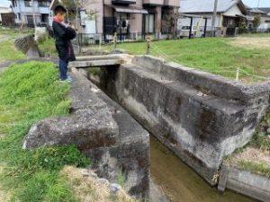 住宅地の橋で静かに眠る痕跡(橋台跡)